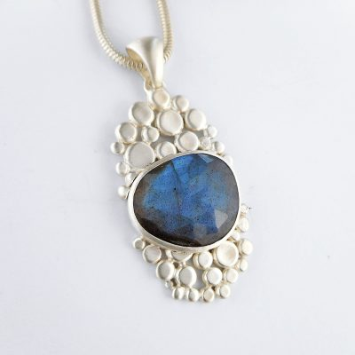 cobblestone pendant with blue flashy labradorite