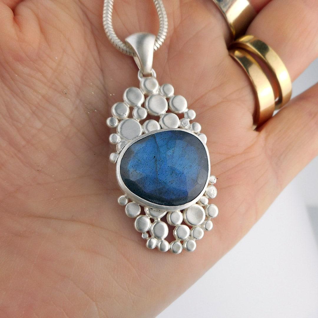 cobblestone pendant with blue flashy labradorite